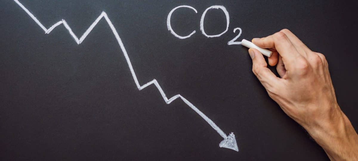 Reducing CO2 levels. Graph of the decline in carbon dioxide levels